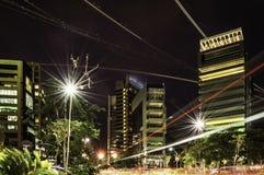 Aria e traffico a terra nella città Immagini Stock