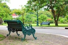 Aria fresca in parco l'area verde crea un buon ambiente nella città affinchè la gente abbia attività all'aperto fotografia stock
