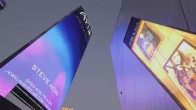 Aria Hotel Las Vegas las pantallas grandes en la acera - los E.E.U.U. 2017 almacen de metraje de vídeo