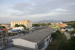 Arial Ang Sila城市视图和交通路从旅馆的黄昏的 图库摄影