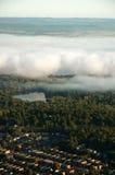 Arial Ansicht der Stadt mit Wolken Stockfotografie