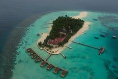Arial-Ansicht der tropischen Urlaubsinsel im Indischen Ozean lizenzfreies stockbild