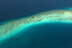 Arial Ansicht eines langen Riffs. Stockfoto