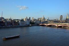 Arial kształtuje teren widok St Pauls katedra i Londyński br i Obrazy Stock