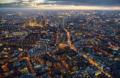 Arial sikt av London på skymning Royaltyfri Foto