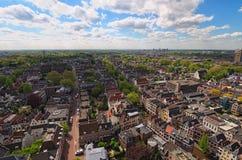 Arial sikt uppifrån av tornet av Sten Martins Cathedral på den soliga dagen nederländska utrecht royaltyfri fotografi