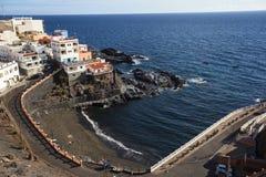 Arial widok Puerto de Santiago port morski i plaża, Tenerife fotografia stock
