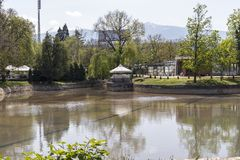 Ariana Lake p? den Borisova gradinaen Boris Garden i stad av Sofia, Bulgarien royaltyfri fotografi