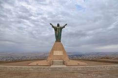 ARICA, ЧИЛИ, 2017-01-26: статуя Иисуса Христоса обозревая Ari Стоковое Изображение
