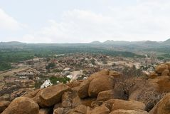 Arieal widok Hampi od wschodniej części Matanga wzgórza wierzchołek, Hampi, Karnataka Święty centrum Krishna świątynia na Virup i fotografia stock