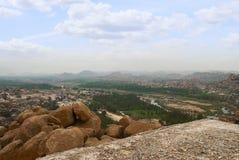 Arieal widok Hampi od wschodniej części Matanga wzgórza wierzchołek, Hampi, Karnataka Święty centrum Krishna świątynia na Virup i obrazy stock