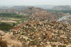 Ariealmening van de ketting van heuvels van Hampi van het noordenkant van Matanga-Heuvel, Hampi, Karnataka Heilig Centrum De Anje royalty-vrije stock foto