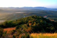 Ariel-Ansicht des Broga-Hügel-frühen Sonnenaufgangs lizenzfreie stockfotografie