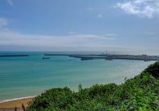 Ariel-Ansicht von Dover Harbour von hohem auf den Klippen Stockfoto