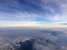 Ariel-Ansichtfliegen im Flugzeug, beweglich Stockfotos