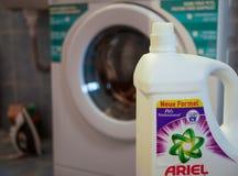 Ariel detergent dichte omhooggaand voor het wasing van machine, exemplaarruimte stock foto