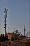 Ariel - 03 Januari 2017: Cell- antenn i en parkera, Ariel, Isra royaltyfria bilder