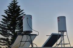 Ariel - 02 Januari, 2017: Solsystem på taket av ett hus in Arkivbild