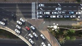 Ariel Shot da estrada da cidade do tráfego das horas de ponta filme