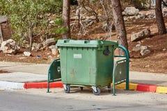 Ariel - 03 2017 Styczeń: Pojemnik na śmiecie na ulicie w Ariel, Są Obrazy Stock
