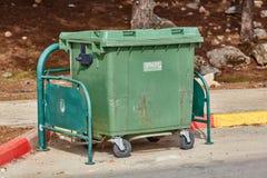 Ariel - 03 2017 Styczeń: Pojemnik na śmiecie na ulicie w Ariel, Są Obraz Stock