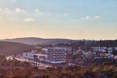 Ariel - 01 09 2017: Tempo da tarde da alameda de Rami Levi na cidade de Fotografia de Stock
