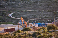 Ariel - 01 09 2017: Traktorarbete på bergen av Ariel terr Arkivfoton