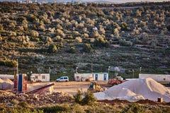 Ariel - 01 09 2017: Traktorarbete på bergen av Ariel terr Royaltyfria Bilder
