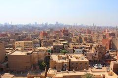 Ariel View de un distrito viejo de El Cairo que muestra a casas tejados imagen de archivo libre de regalías