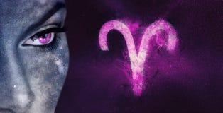Aries Zodiac Sign Kvinnor för astrologi för natthimmel fotografering för bildbyråer