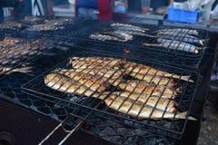 aringa fritta sulla griglia Fotografie Stock