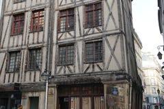 Aris, listopad 27,2016: starzy średniowieczni timberwork domy w Paryż Obrazy Royalty Free