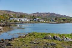 Arisaig Escócia Reino Unido ao sul de Mallaig em montanhas escocesas uma vila da costa Imagens de Stock Royalty Free