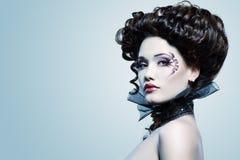 Aristócrata hermoso del Barroco del vampiro de Halloween de la mujer Foto de archivo