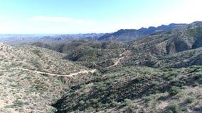 Arizona aéreo del rastro de montaña del camino metrajes