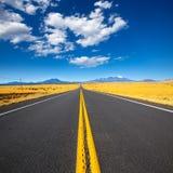 Arizona huvudväg 89 USA med sikt av det snöHumphreys maximumet Royaltyfri Fotografi