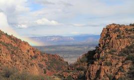 Arizona/Landschap: Mening in Verde-Riviervallei - met Regenboog royalty-vrije stock fotografie