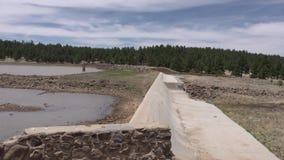 Arizona, Meer Mary, de dam die Lager Meer Mary van Hoger Meer Mary scheidt stock videobeelden