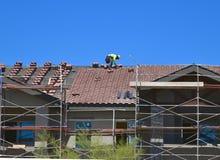 Arizona, Mesa: Roofer Working stock afbeeldingen