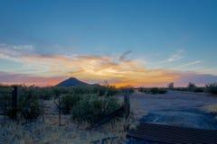 Arizona solnedgång i öknen royaltyfri fotografi