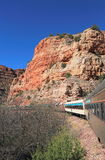 在Arizona/USA的旅游业:在Verde峡谷的旅游火车 库存照片