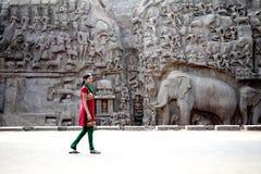 Arjunas penitens - nedstigning av Gangesen, Mahabalipuram, Indien Arkivbilder