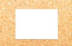 Ark av papper på kork Royaltyfria Foton