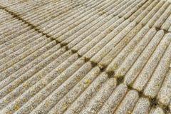Ark för asbestcement Textur av gamla lade taklägga ark Arkivfoton