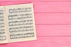 Ark med musikaliska anmärkningar, kopieringsutrymme Arkivfoton