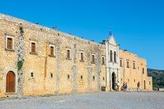 Arkadi Monastery bij het zuidoosten van Rethymnon, Kreta, Griekenland wordt gesitueerd dat stock foto's