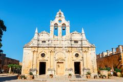 Arkadi Monastery bij het zuidoosten van Rethymnon, Kreta, Griekenland wordt gesitueerd dat royalty-vrije stock afbeelding