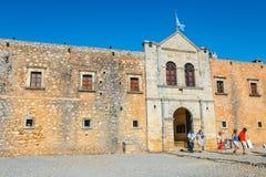 Arkadi Monastery bij het zuidoosten van Rethymnon, Kreta, Griekenland wordt gesitueerd dat stock foto