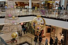 Arkady centrum handlowe podczas adwentu obraz royalty free