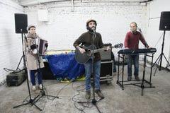 Arkady Kots, concierto 12.04.2014 del garaje de Kiev Imágenes de archivo libres de regalías